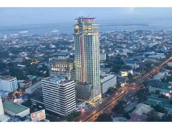 クラウン リージェンシー ホテル & タワー