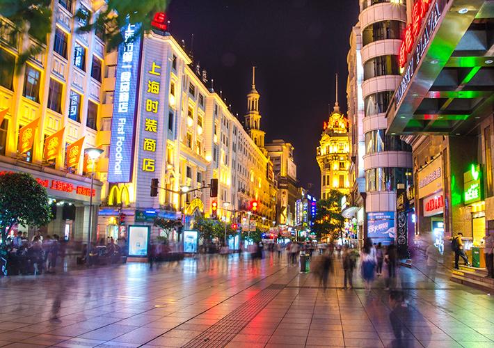 上海の繁華街は昼も夜も楽しい!...